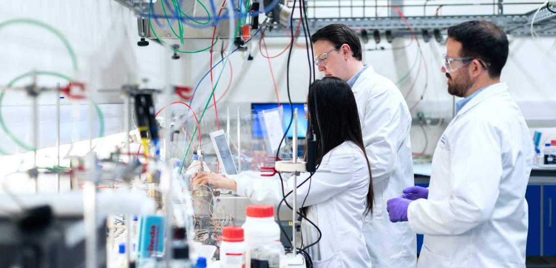 Scientists woking in lab